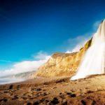 Завораживающая природа: водопады, которые входят в море