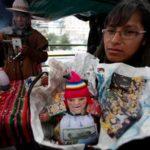 Покупки на ярмарке «Аласитас» в Пуно